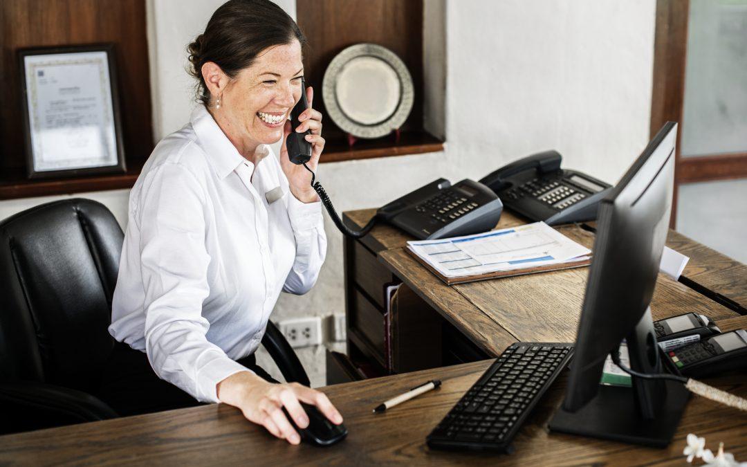 Secretárias e recepcionistas são a primeira impressão do consultório
